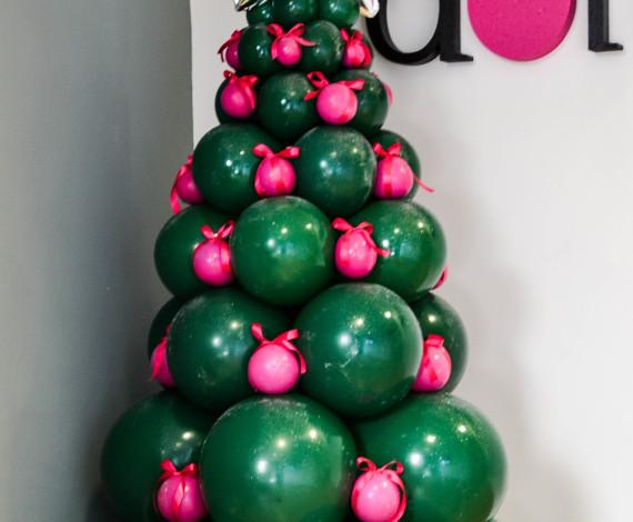 Albero di Natale con i colori aziendali